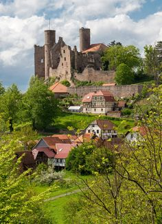 Hanstein Castle in Bornhagen - Thuringia, Germany Beautiful Castles, Beautiful Places, Palaces, Ghost House, Germany Castles, Medieval World, Castle Ruins, The Beautiful Country, Germany Travel