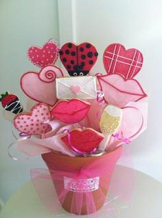 A bouquet of pretty cookies make a better Valentine's gift than flowers!