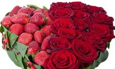 You don't know how to surprise your loved one on Valentine's day? Then try this homemade Valentine's day gift idea - a heart of roses and strawberries. Homemade Valentines, Valentine Day Gifts, Raspberry, Strawberry, Watermelon, Elsa, Fruit, Flowers, Plants