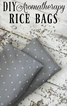 DIY Aromatherapy Rice Bag - I adore my rice bag! Great for sore muscles, growing pains, or when you just need to warm up a bit! #ricebag #soremuscles #growingpains #restlesslegsyndrome #aromatherapy #diy Diy Sac Magique, Sewing Crafts, Sewing Projects, Diy Projects, Sewing Ideas, Sewing Tips, Sewing Hacks, Sewing Patterns, Diy Holiday Gifts