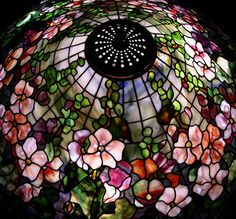 Scott Riggs Tiffanys creates museum quality Tiffany leaded lampshades that provides reflections of the past with a sophisticated elegance and grace which is captured by one of the finest of stained glass artisans today such as Scott Riggs of California. Tiffany Stained Glass, Stained Glass Lamps, Tiffany Glass, Stained Glass Patterns, Leaded Glass, Mosaic Glass, Tiffany Kunst, Tiffany Art, Tiffany Lamp Shade