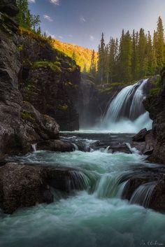 #This waterfall is located in Hemsedal, Norway