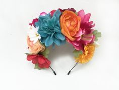 26 Super Ideas for flowers crown costume Flower Tattoo Back, Flower Tattoos, Flower Crown, Flower Art, Wedding Colors, Wedding Flowers, Boquette Wedding, Metal Headbands, Mexican Party