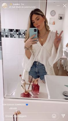 Looks Camisa Jeans, Hippie Style, My Style, Look Fashion, Casual Looks, Instagram Story, Bell Sleeve Top, Ootd, Outfits