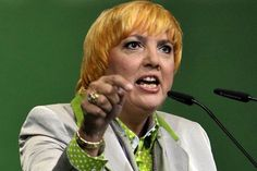 """Fight Against IS in Kobane:Claudia Roth throws Turkey """"dirty politics"""" / Breaking News Claudia Roth, The Kurds, Political Satire, Berlin, News, Think, Ankara, Islamic, Weapons"""