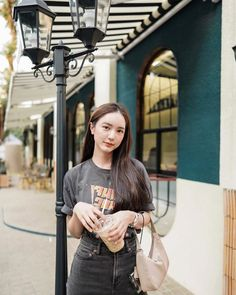 Portrait Photography Poses, Vsco Photography, Stylish Outfits, Fashion Outfits, Casual Fashion Trends, Instagram Pose, Ulzzang Fashion, Milan Fashion, Celebs