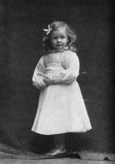 Anne-Marie Strindberg three years old Photo: Eder August Strindberg (250×356)