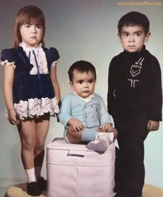 Trust no one | AwkwardFamilyPhotos.com