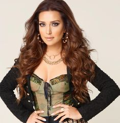 Mozhdah Jamalzadah Relationship – Boyfriend or Husband of a Beautiful Singer