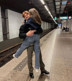 Cute Couples Photos, Cute Couple Pictures, Cute Couples Goals, Couple Goals, Couple Photos, Teen Couples, Sweat Streetwear, Mode Streetwear, Relationship Goals Pictures