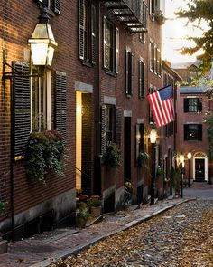 Boston in November. Acorn Lane, Boston, MA. Beacon Hill is beautiful for wandering around on foot.
