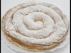 Ensaimada - rather like a doughnut or funnel cake - not vegan - you gat get them with apple or custard filling - - - Sweet Pastries, Bread And Pastries, Pie Recipes, Sweet Recipes, Apple Custard, Donuts, Custard Filling, Sweets Cake, Latin Food