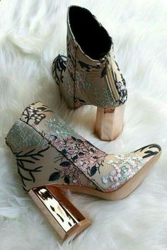 Boots Floral Golden Heel Shoes Embroidered Flowers Tendance Chic - Boot Heels - Ideas of Boot Heels - Boots Floral Golden Heel Shoes Embroidered Flowers Tendance Chic Thigh High Boots Heels, Knee Boots, High Heels, Women's Heels, Shoes Heels Boots, Stiletto Heels, Dream Shoes, Crazy Shoes, Cute Shoes