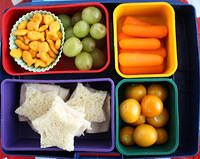 More Bento Box Ideas!  Wendolonia has over 1000 to choose from :)  Lunch just got more colorful!