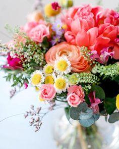 Maailman Paras Porkkanakakku | Annin Uunissa Floral Wreath, Wreaths, Floral Crown, Door Wreaths, Deco Mesh Wreaths, Floral Arrangements, Garlands, Flower Crowns, Flower Band