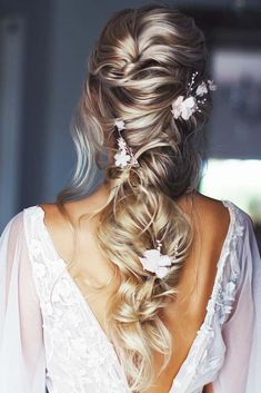 Down Styles With Feed In Jewelry Wavy Twist ❤ Wise brides know that they can reach perfection only with the right hair jewelry accompanying their hairdos. Whatever your answer is, you will find some inspiration here! Loose Hairstyles, Bride Hairstyles, Hairdos, Celebrity Hairstyles, Casual Hairstyles, Hairstyle Ideas, Pretty Hairstyles, Hair Ideas, Medium Hair Styles