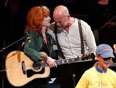 Bonnie Raitt and Bruce Willis Bonnie Raitt, Bruce Willis, Her Music, Singers, Musicians, Jazz, Folk, Blues, In This Moment