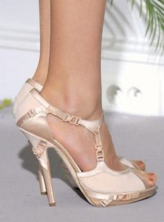 Wedding Shoes (Source: j-nacustomgsb.com)