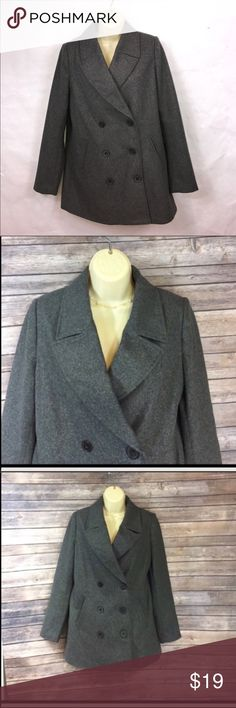 "Medium Old Navy Wool Blend pea coat ▪️19"" armpit to armpit ▪️30"" length ▪️44% recycled wool ▪️stylish and attractive Old Navy Jackets & Coats Pea Coats"