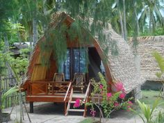 Beach hut in Indonesia. Love the arched shape, the thatched roof and the tiny deck. Definitely could live here for the rest of my life. Surf Shack, Beach Shack, Beach Huts, Hut House, Jungle House, Bamboo House, Beach Bungalows, Thatched Roof, Wooden House