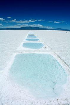 美しき白と青のコントラスト。まだ知られていないアルゼンチンの絶景塩湖「サリーナス・グランデス」