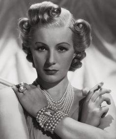 Binnie Barnes, 1938. Vintage hair style