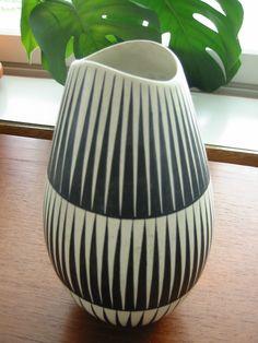 Mid Century Ceramics by Kupittaan savitehdas Glass Ceramic, Ceramic Pottery, Pottery Art, Ceramic Art, Vintage Pottery, Vintage Ceramic, Cristiana Couceiro, Pottery Designs, Pottery Ideas