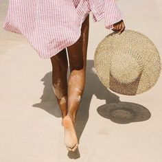 Idea and inspiration summer look trend 2017 Image Description Taking a step in the right direction . towards the weekend DAIS GARCIA Summer Of Love, Summer Days, Summer Beach, Summer Vibes, Men Summer, Style Summer, Summer Feet, Foto Glamour, 2017 Image