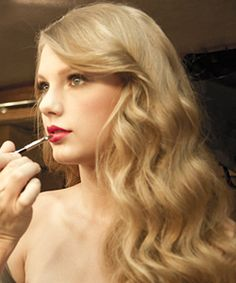 Taylor's loose curls in her advertisement for her new perfume