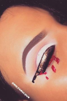 Knifeliner Cat-Eye Makeup Trend Is the Latest Creepy Cool Halloween Trend