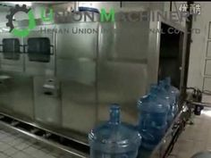 automatic linear type water filling machine, This pet bottle filling machine is composed of barrel washing, filling and sealing. It is specialized in filling 3gal or 5gal barreled drinking water.