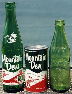 Someone pinned: Mountain Dew - just found out that the original inventors of this came from Quincy IL (although they were in Tenn. when they invented it and after they sold it to Pepsi more citrus was added). Mountain Dew, Coca Cola, Pepsi Ad, Retro Recipes, Vintage Recipes, Ginger Ale, Vintage Advertisements, Vintage Ads, Retro Advertising