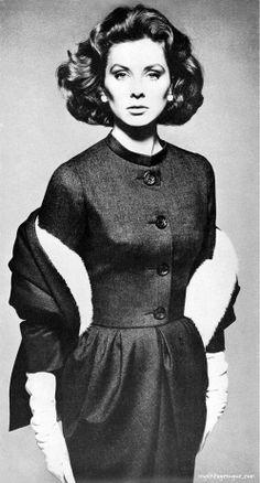 Suzy Parker, Harper's Bazaar November 1960 - Photo by Richard Avedon