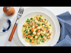 Wednesday Pea and Roasted Pumpkin Gnocchi - Gnocchi rezept Pumpkin Gnocchi, Roast Pumpkin, Gnocchi Recipes, Tray Bakes, Vegetarian Recipes, Dinner Recipes, Stuffed Peppers, Dishes, Dining