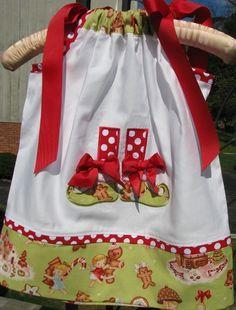 Little elf shoes. Baby Girl Christmas Dresses, Christmas Clothes, Handmade Clothes, Diy Clothes, Ideas Decoracion Navidad, Bandana Dress, Little Girl Dresses, Girls Dresses, Kids Boutique