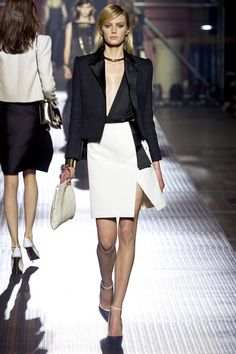 Lanvin Parigi - Spring Summer 2013 Ready-To-Wear - Shows - Vogue. Lanvin, Runway Fashion, Fashion Show, Womens Fashion, Fashion Design, Paris Fashion, Fashion Details, Spring Fashion, High Fashion