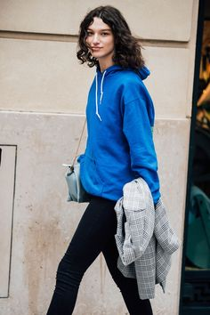 The Best Street Style From Couture Fashion Week Model Street Style, Street Style Trends, Street Style Looks, Street Styles, Androgynous People, Models Off Duty, Couture Week, Cool Street Fashion, Couture Fashion