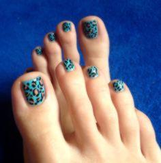 cheetah print nail art design, toenails, turquoise polish, animal prints, wild summer nails, easy nail art at home ✌