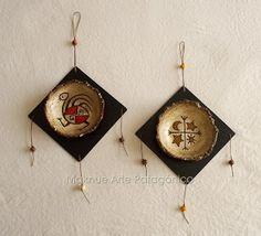 Maknue Arte Patagónico Christmas Crafts, Christmas Ornaments, Wood Art, Diy And Crafts, Cactus, Clock, Pottery, Holiday Decor, Home Decor
