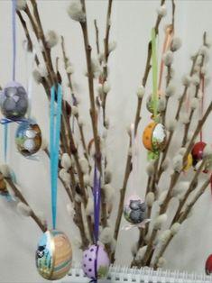 Osterbaum mit Holz-Ostereiern, bemalt mit Katzenmotiv Hair Accessories, Arts And Crafts, Cats, Timber Wood, Hair Accessory