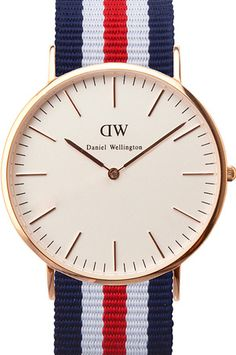 Montre Daniel Wellington Fond blanc nacré, or rose et cadran 40mm pour le côté luxe & vintage. Bracelet nato tricolore pour la modernité. Une combinaison audacieuse et réussie.