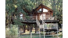 We stayed in this treehouse! It was neato burrito! It had a clawfoot tub!
