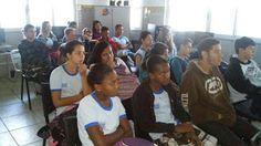Blog do Inayá: Alunos assistem palestra e debatem sobre os transtornos causados pelo uso de drogras