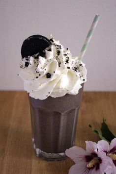 Oreo milkshake with banana and coconut | I Love Cakes