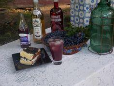 coctel con jugo de arandanos, martini, absolut raspberry...ideal para los primeros calores de la primavera! Tapas, Beverages, Drinks, Root Beer, Martini, Soda, Canning, Gourmet, Preserves