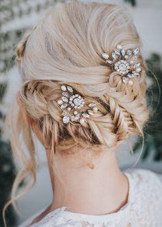 Modern Bridal Jewellery, Bridal Jewellery Inspiration, Bridal Hair Inspiration, Modern Wedding Inspiration, Romantic Bridal Hair, Boho Bridal Hair, Bridal Hair Pins, Wedding Curls, Wedding Braids