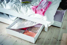 IKEA - VARDÖ, Bed storage box, white, Turns the space under your bed into a smart place for storing. The storage box is easy to roll out and in thanks to the castors on the base. Vacuum Storage Bags, Storage Boxes, Storage Spaces, Storage Ideas, Cama Ikea, Ikea Under Bed Storage, Bedroom Storage, Ikea Portugal, Home Organization Hacks