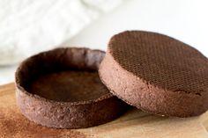 Une recette facile de pâte sucrée au chocolat, parfait pour la réalisation de vos tartes ou tartelettes au chocolat !