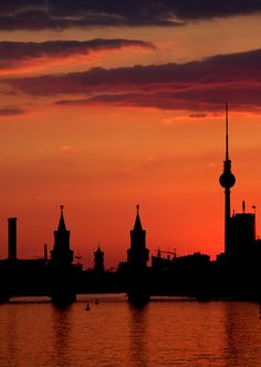 The capital city of Berlin sunset featuring the world famous TV Tower Berlin Photography, Germany Photography, City Of Berlin, Beautiful World, Beautiful Places, Beautiful Pictures, Monuments, Berlin Travel, My Big Love