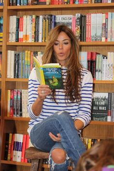 Kelly Killoren Bensimone reads at BookHampton East Hampton Kelly Bensimon, Youre Like Really Pretty, Casual Chic, Casual Outfits, Hair Beauty, Celebs, Style Inspiration, Clothes For Women, East Hampton